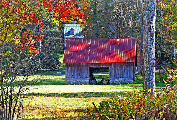Photograph - Old Barn At Dunn's Rock by Duane McCullough