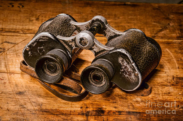 Photograph - Old Binoculars by Les Palenik
