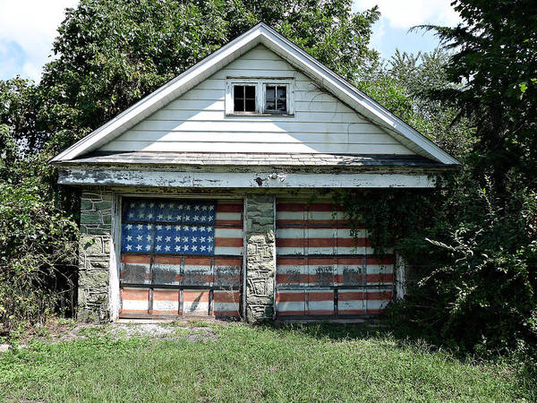 Photograph - Old Glory Garage  by Richard Reeve