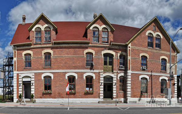 Photograph - Old Hotel by Les Palenik