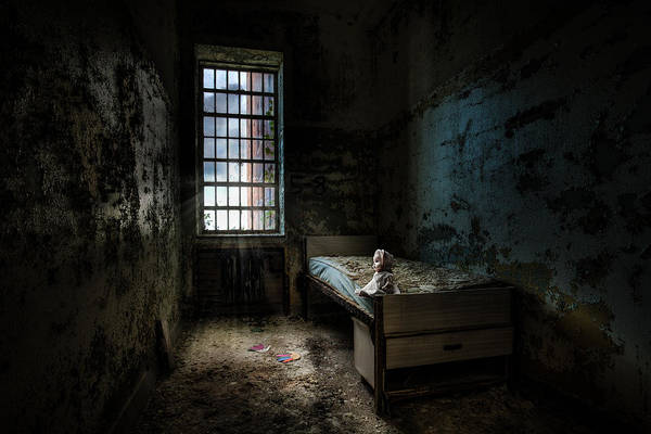 Photograph - Old Room - Abandoned Places - Room With A Bed by Gary Heller