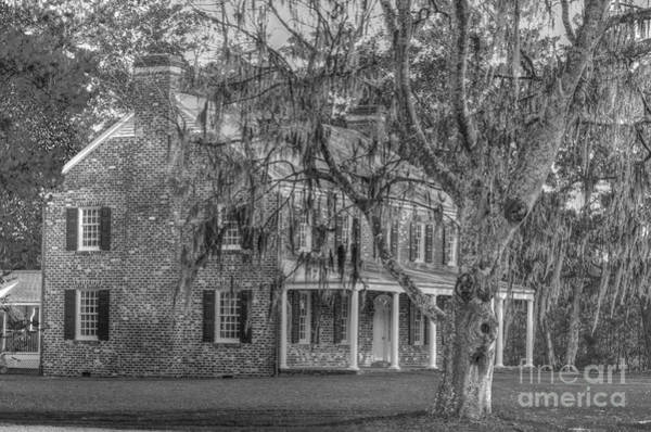 Photograph - Old Southern Plantation Home by Dale Powell