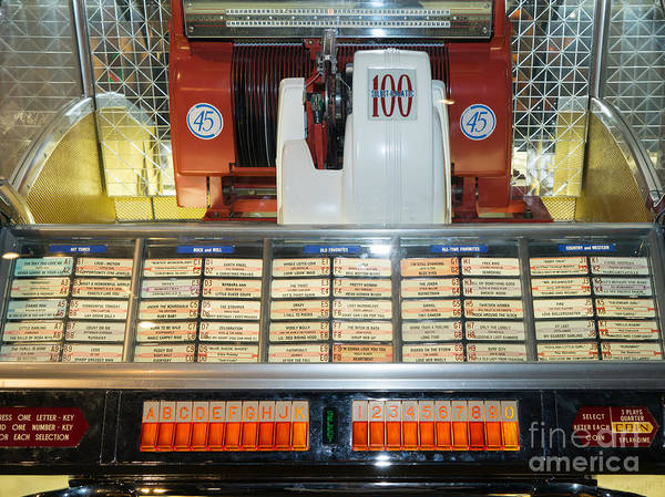 Photograph - Old Vintage Jukebox Dsc2759 by Wingsdomain Art and Photography