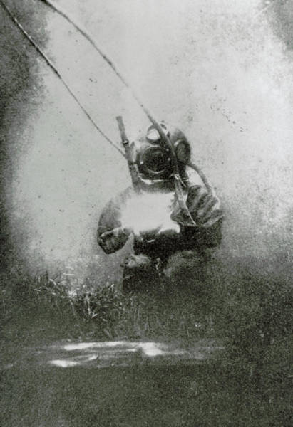 Wall Art - Photograph - One Of The First Photographs Taken Underwater by Science Photo Library