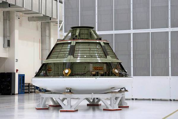 Module Wall Art - Photograph - Orion Crew Module Test Model by Nasa/science Photo Library