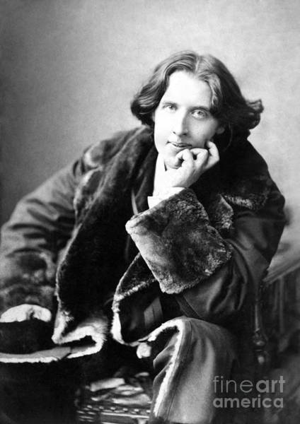 1900 Wall Art - Photograph - Oscar Wilde In His Favourite Coat 1882 by Napoleon Sarony