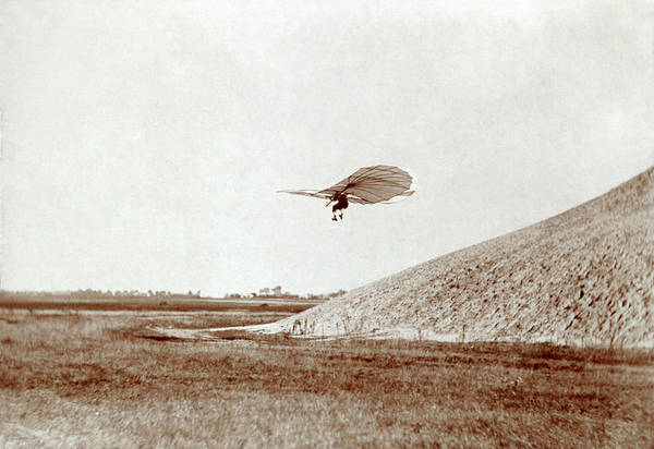 Glider Wall Art - Photograph - Otto Lilienthal Gliding Experiment by Library Of Congress/science Photo Library