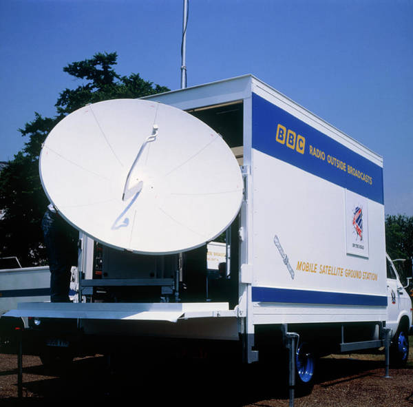 Satellite Dish Photograph - Outside Broadcast Mobile Satellite Ground Station by James Stevenson/science Photo Library