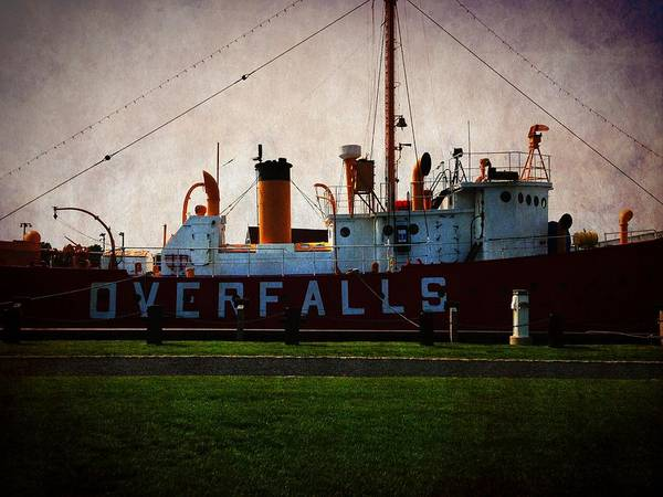 Photograph - Overfalls Lightship by Richard Reeve