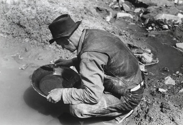 1910s Wall Art - Photograph - Panning For Gold by Russell Lee