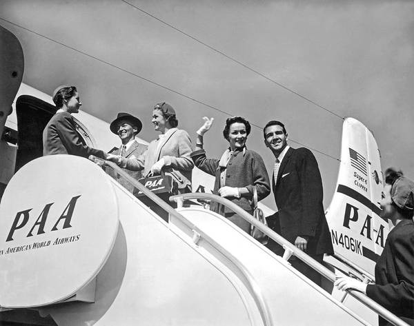 1954 Photograph - Passengers Board Panam Clipper by Underwood Archives