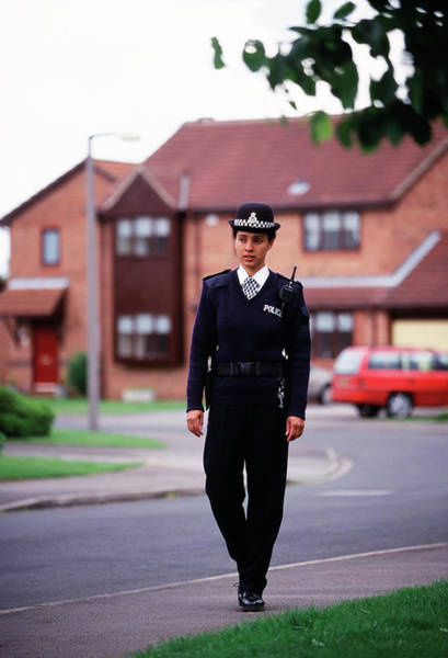 Security Service Photograph - Patrolling Policewoman by Jim Varney/science Photo Library
