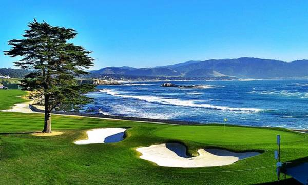 Golf Green Photograph - Pebble Beach 18th Hole by Robert Sebolt