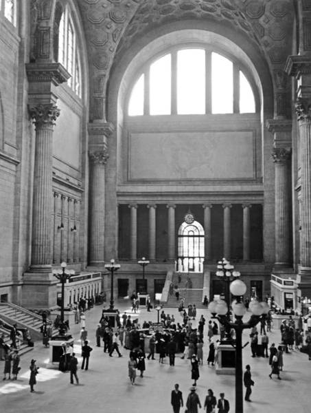 Wall Art - Photograph - Pennsylvania Station Interior by Underwood Archives