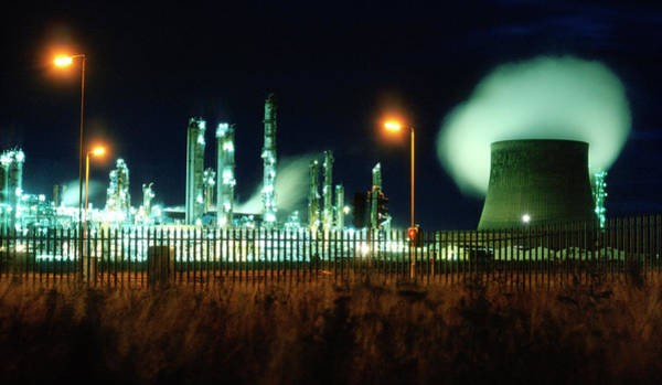 Manufacturing Plant Wall Art - Photograph - Petrochemical Plant by Robert Brook/science Photo Library