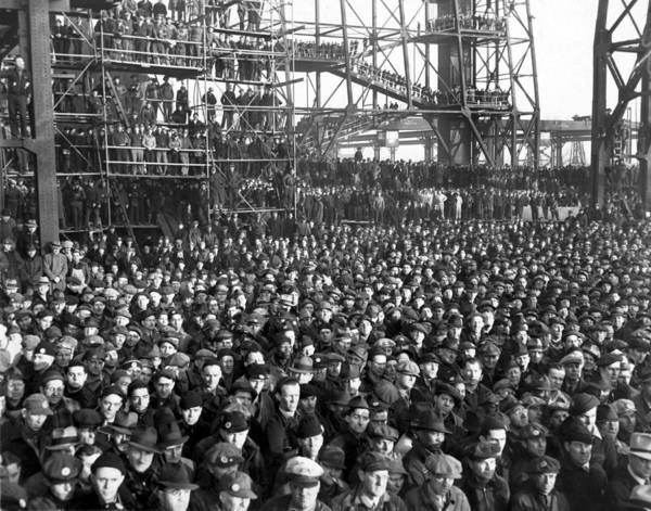 Ww Ii Photograph - Philadelphia Shipyard Workers by Underwood Archives