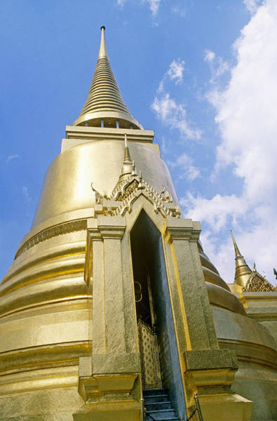 Wall Art - Photograph - Phra Sri Ratana by Alison Wright