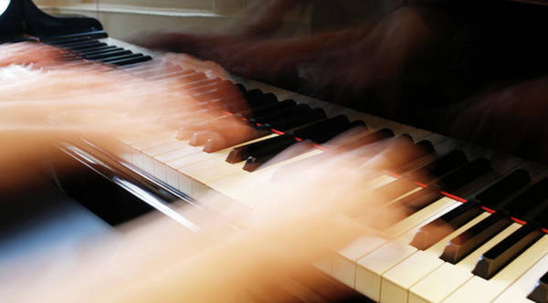 Keyboard Instrument Wall Art - Photograph - Piano Playing by Peter Falkner/science Photo Library