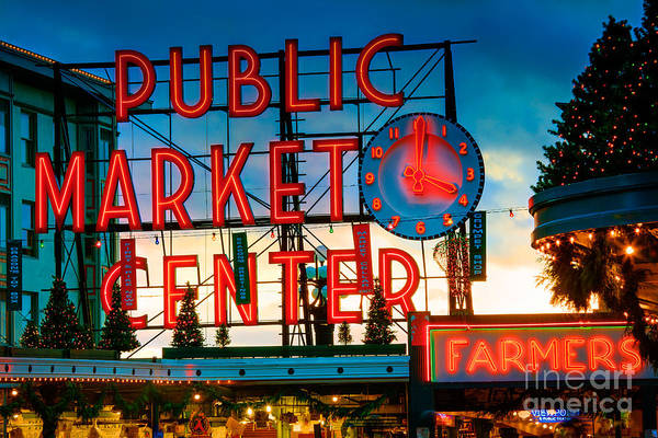 Pikes Place Wall Art - Photograph - Pike Place Holidays by Inge Johnsson