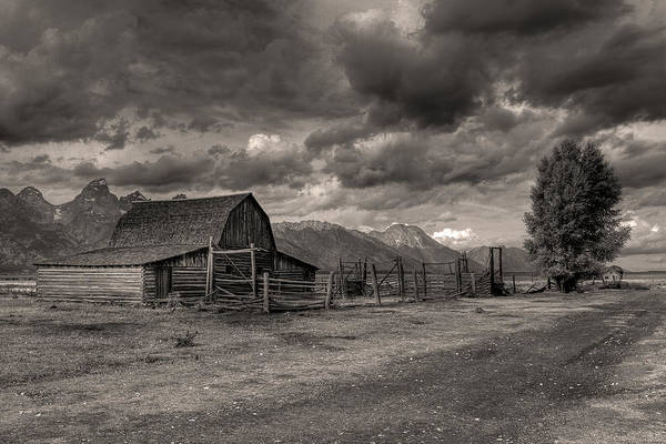 Photograph - Pioneer Barn by Wes and Dotty Weber