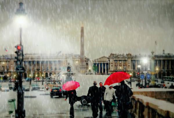 Walking In The Rain Wall Art - Photograph - Place De La Concorde by Diana Angstadt