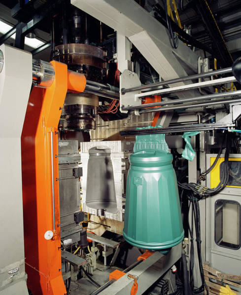 Rubbish Bin Photograph - Plastic Injection Moulding by Steve Allen/science Photo Library