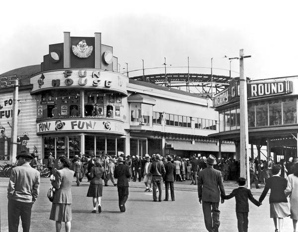 Photograph - Playland In San Francisco by Underwood Archives