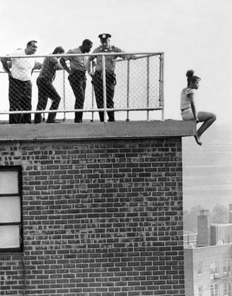 Wall Art - Photograph - Police Thwart Jumper by Underwood Archives
