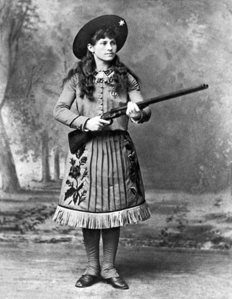 1800s Wall Art - Photograph - Portrait Of Annie Oakley by Underwood Archives