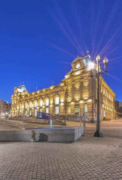 Commute Photograph - Portugal, Porto, Sao Bento Station by Rob Tilley