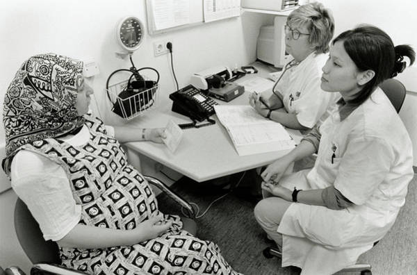 Pregnant Photograph - Pregnancy Checkup by Henny Allis/science Photo Library