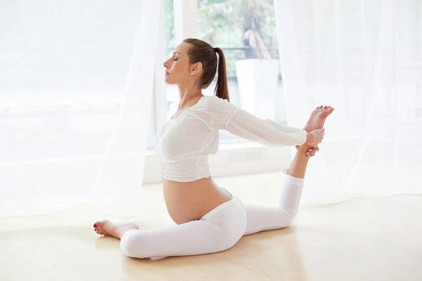New Years Day Photograph - Pregnant Woman Practicing Yoga by Ian Hooton/science Photo Library