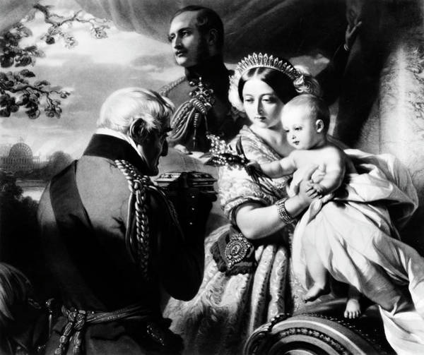 Prince Arthur Painting - Queen Victoria & Son by Granger
