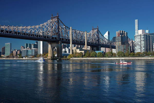 Roosevelt Island Wall Art - Photograph - Queens Bridge To Roosevelt Island, New by Panoramic Images