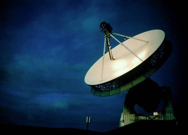 Mojave Photograph - Radio Telescope Used For Vlbi by Nasa/science Photo Library