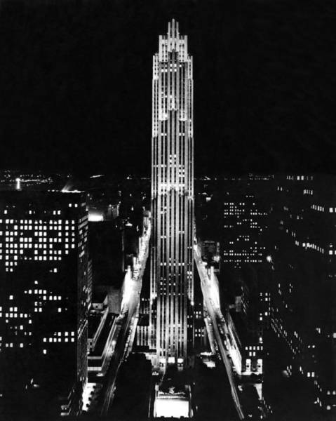 Wall Art - Photograph - Rca Building At Night In Nyc by Underwood Archives