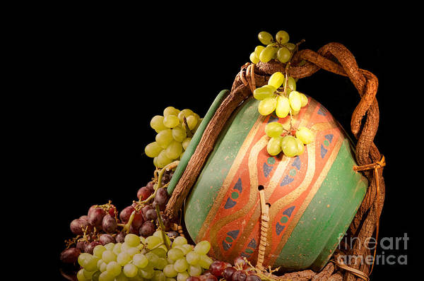 Photograph - Red And Green Grapes  by Les Palenik