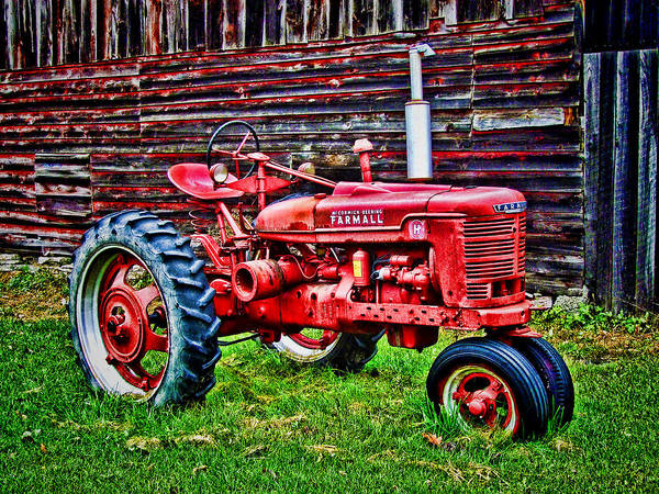Vintage Tractor Painting - Red Farmall Tractor Hdr Style by Elaine Plesser