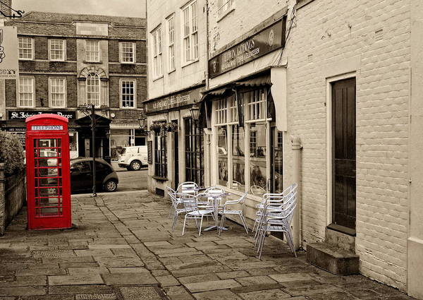 Digital Art - Red Telephone Box by Paul Gulliver