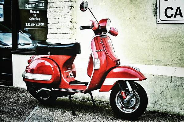 Photograph - Red Vespa by Pedro Fernandez