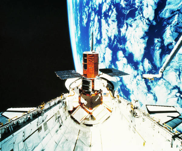 Space Shuttle Photograph - Repaired Solar Maximum Misson Onboard Shuttle. by Nasa / Science Photo Library