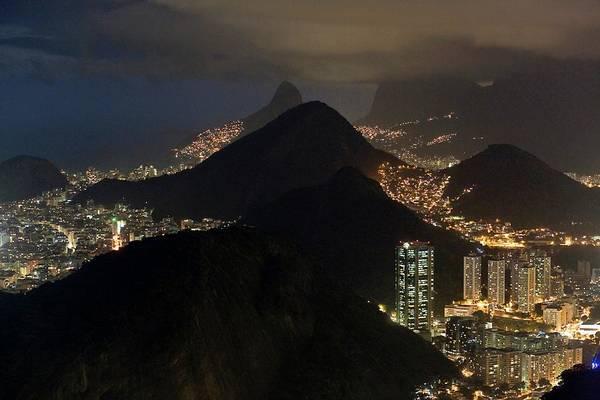 Rio De Janeiro Photograph - Rio De Janeiro by Babak Tafreshi/science Photo Library
