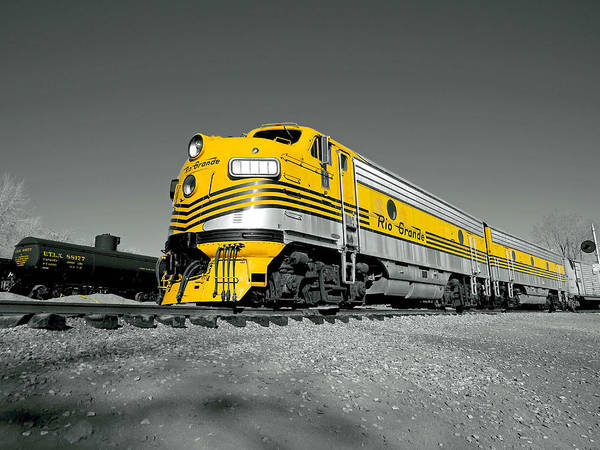 Wall Art - Photograph - Rio Grande Engine In Yellow by Dawn Key
