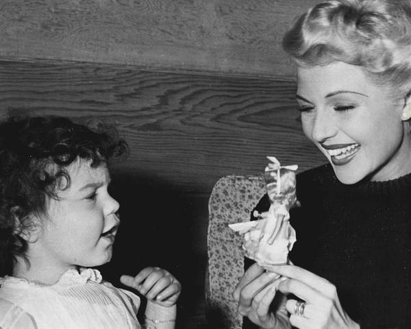 Wall Art - Photograph - Rita Hayworth Playing With Young Girl by Retro Images Archive