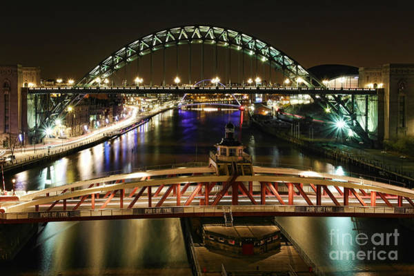 Photograph - River Tyne At Night by Les Bell