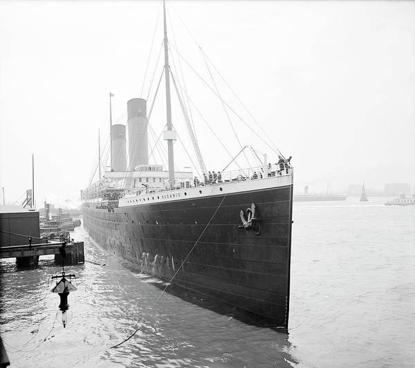Oceanic Photograph - Rms Oceanic In Harbour by Library Of Congress/science Photo Library