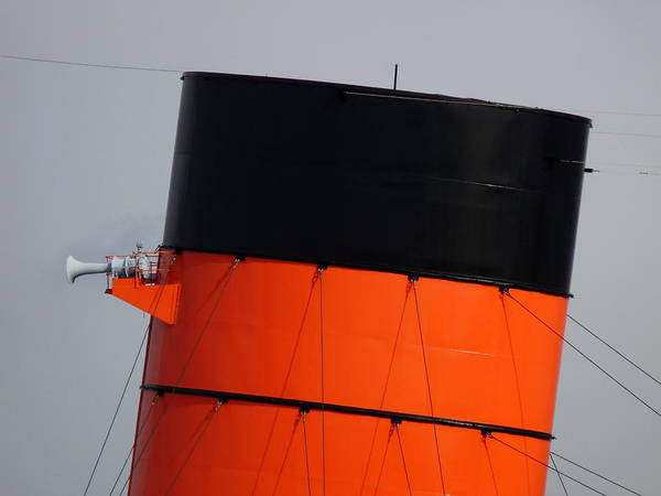 Photograph - Rms Queen Mary Stack by Jeff Lowe