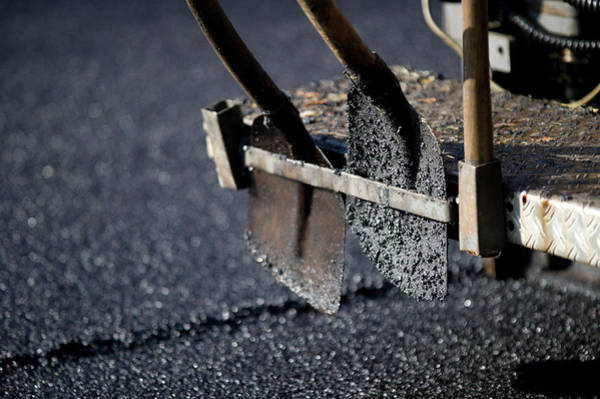 Shovel Photograph - Road-laying Shovels by Dehez/reporters/science Photo Library