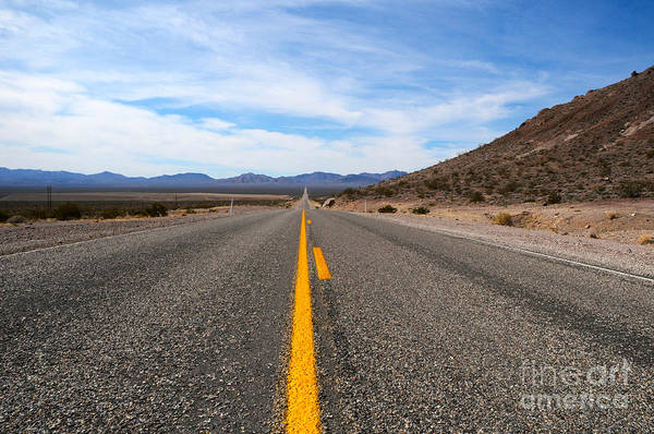 Photograph - Road To Death Valley by Les Palenik