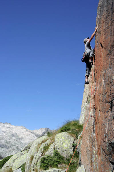 Scaling Photograph - Rock Climbing by Cordelia Molloy/science Photo Library